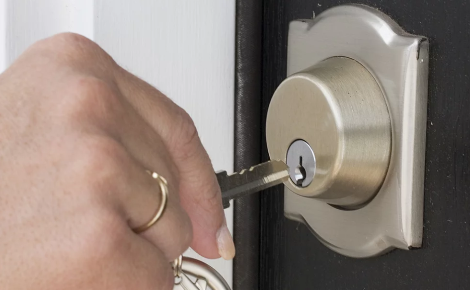 Locksmith: 4 tricks that will solve if you leave the keys inside
